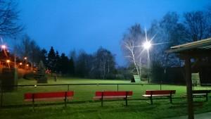Platz mit Beleuchtung